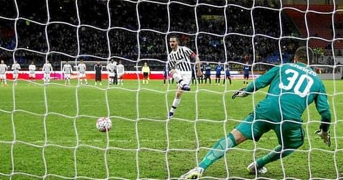 Imagen del penalti decisivo que anotaría Leonardo Bonucci.