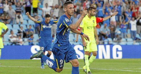 Álvaro Vázquez apunta a ser el ´9´ azulón ante los nervionenses.