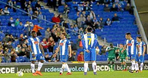 El Betis celebra uno de sus tres goles al Espanyol.