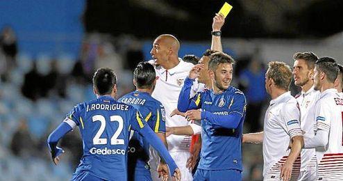 Lance del partido entre el Sevilla y el Getafe en el Coliseum.