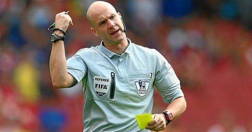 El inglés ya ha arbitrado al Basilea esta temporada.