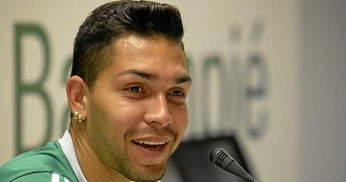 Petros, centrocampista del Betis, en sala de prensa.