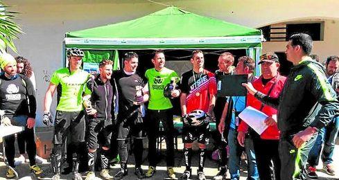 Momento de la entrega de trofeos de la cita celebrada en la localidad de Alcalá de Guadaíra.