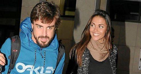 En la imagen, el piloto Fernando Alonso y la presentadora Lara �lvarez.