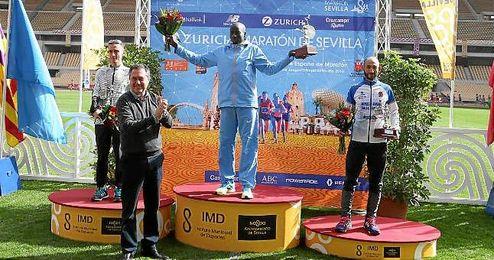 Imagen del podio del Zurich Maratón Sevilla.