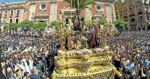 Imagen del Domingo de Ramos en la plaza del Salvador.