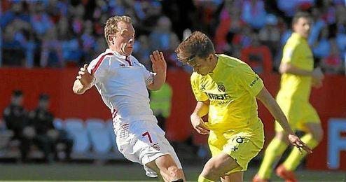 Krohn-Dehli y Denis Su�rez, en un lance del partido.