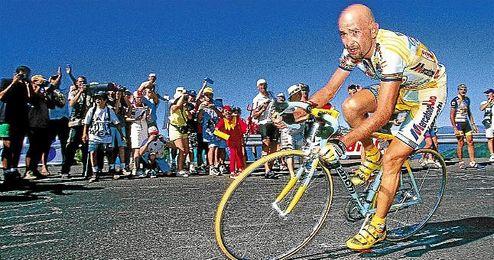 """Marco Pantani, el """"pirata""""."""