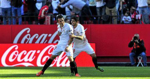 Banega y Konoplyanka celebran el tercer gol ante el Villarreal.