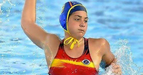 En la imagen, la waterpolista ceutí Lorena Miranda.