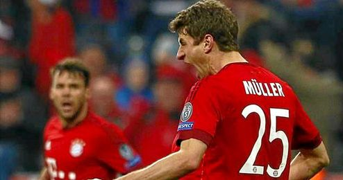 Muller celebra el gol que pon�a el empate a dos.