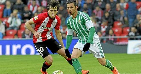 Con el gol ante el Athletic, Rub�n recort� distancias con el l�der de la clasificaci�n del Zarra.