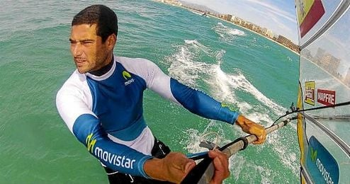 En la imagen, el windsurfista alicantino Iván Pastor.