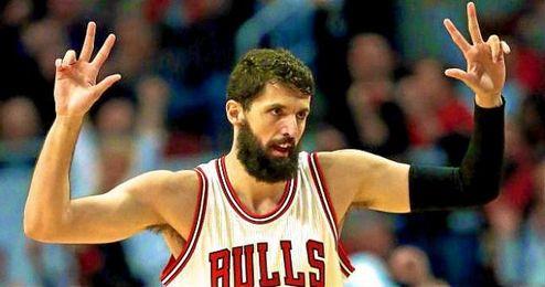 En la imagen, el jugador de Chicago Bulls, Nikola Mirotic.