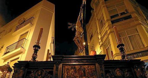 El Santísimo Cristo de Burgos, por las calles de Sevilla.