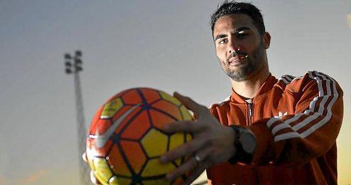 Iborra posa para ESTADIO Deportivo en una entrevista.