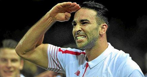 Rami celebra un tanto con el Sevilla con un saludo militar.