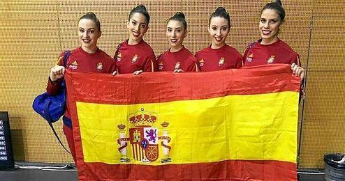 El combinado español representado por Alejandra Quereda, Sandra Aguilar, Elena López, Artemi Gavezou y Lourdes Mohedano.