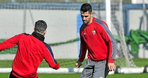 Vitolo, en un entrenamiento con el Sevilla.