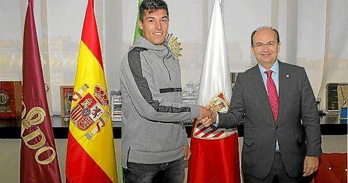 Diego González ha sellado su renovación con el Sevilla.
