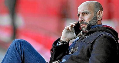 El teléfono de Monchi deja de sonar en pocas ocasiones, menos aún cuando se reabre el mercado.