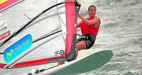 La regatista sevillana Marina Alabau dio un paso al frente ayer en la bahía de Palma.