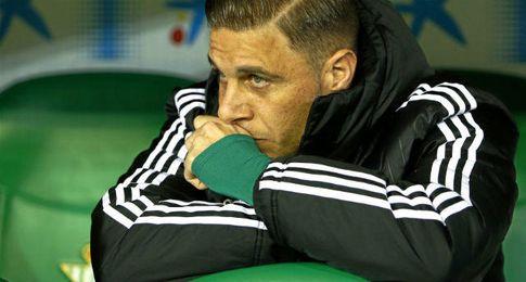 Joaquín, en el banquillo del Betis.