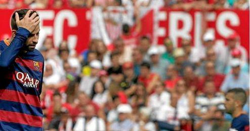 En la imagen, Gerard Piqué en un partido en el Pizjuán.
