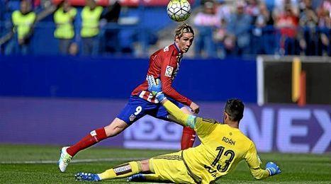 Fernando Torres abrió la cuenta del Atlético con una gran definición.