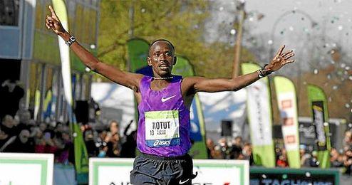 Kotut cruzó la línea de meta en primera posición.