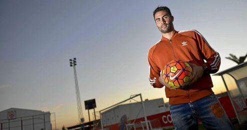 Iborra posa para ESTADIO en la ciudad deportiva del Sevilla.