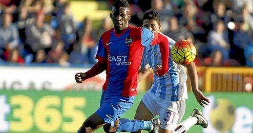 El técnico ha apostado por reubicar a un centrocampista como Lerma en el lateral derecho.