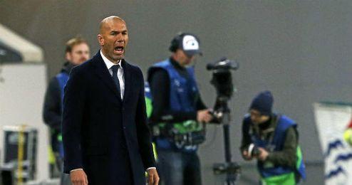 Zidane, ante el Wolfsburgo.