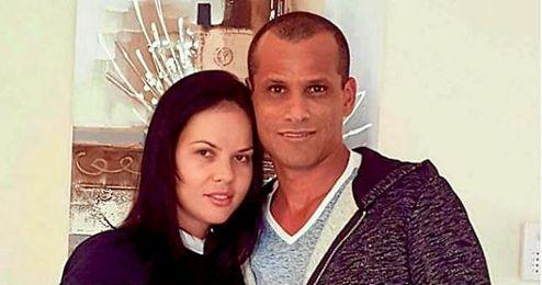En la imagen, Rivaldo junto a su mujer.