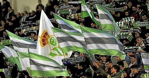 El Betis quiere que el estadio se llene de banderas verdiblancas.