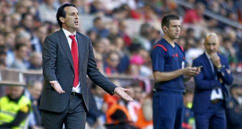 Unai Emery, en la banda de Mestalla.
