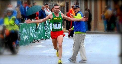 Jesús Brenes gana su cuarta MediaLa Cal y el Olivo.