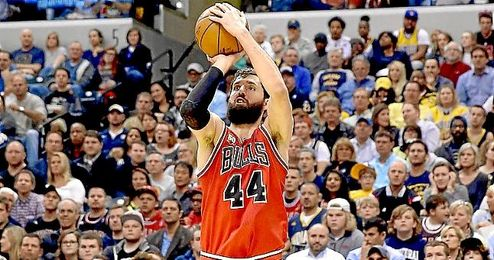 Nikola Mirotic en acción