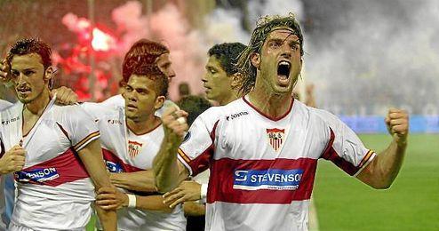 Ocio celebra el gol de Puerta, detrás, abrazado por todos.