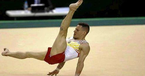 El atleta español Néstor Abad durante prueba clasificatoria por equipos en el preolímpico.