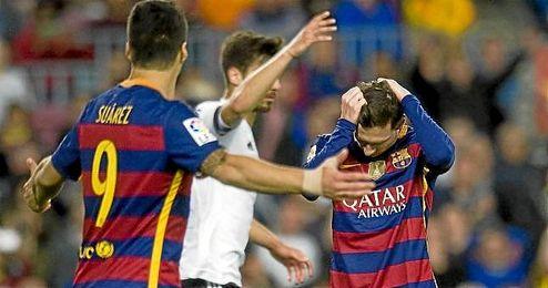 Messi se lamenta tras una ocasi�n fallada ante el Valencia.