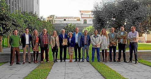 El presidente de la Diputación con todo el equipo que está detrás del Cross de Itálica