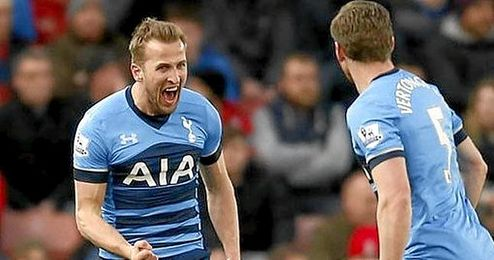 Kane logr� un doblete en el triunfo del Tottenham.