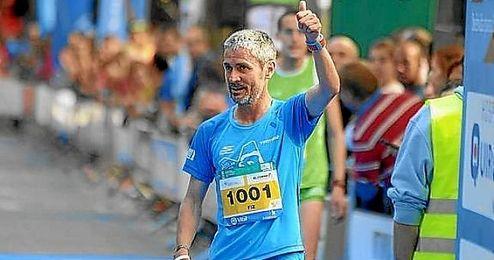 Martín Fiz celebrando su victoria.