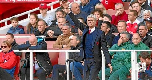 Wenger en el Emirates Stadium