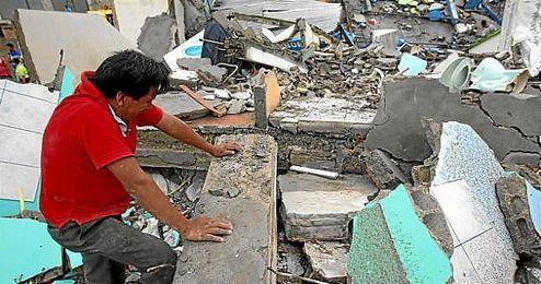 Imagen de uno de los afectados por el terremoto de Ecuador.