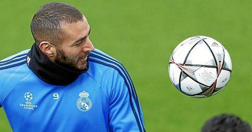 Benzema sufre una lesión en el bíceps femoral.