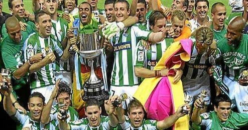Joaquín, junto a sus compañeros, celebrando el título de Copa de 2005.