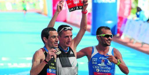 Jesús España junto a Carles Castillejo en el Maratón de Sevilla.