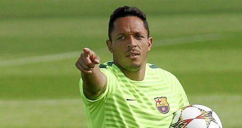 Adriano firmó en exclusiva el 17 de julio de 2010 con el F.C. Barcelona la cesión de sus derechos de imagen.